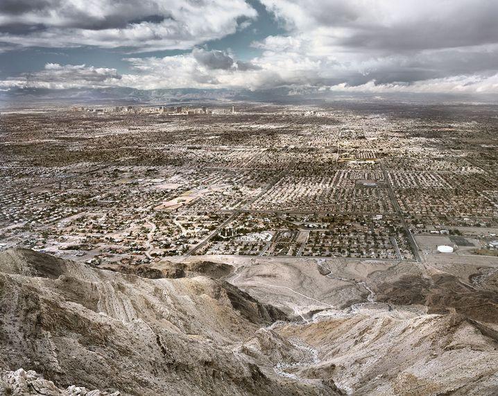 Las Vegas von oben: Eintönig, trostlos, zerfurcht