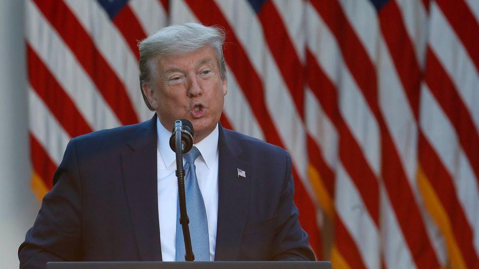 Trump beim Pressebriefing vor dem Weißen Haus