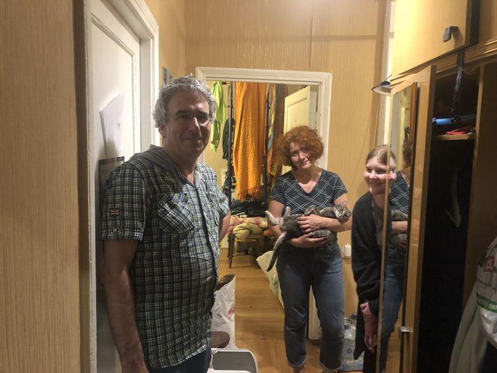 Konstantin Osnos, Asja Anistratenko mit Katze Misi und Tochter Arina