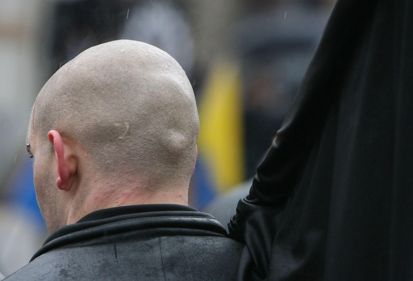 Symbolbild Aussteiger / Neonazi / Demonstration