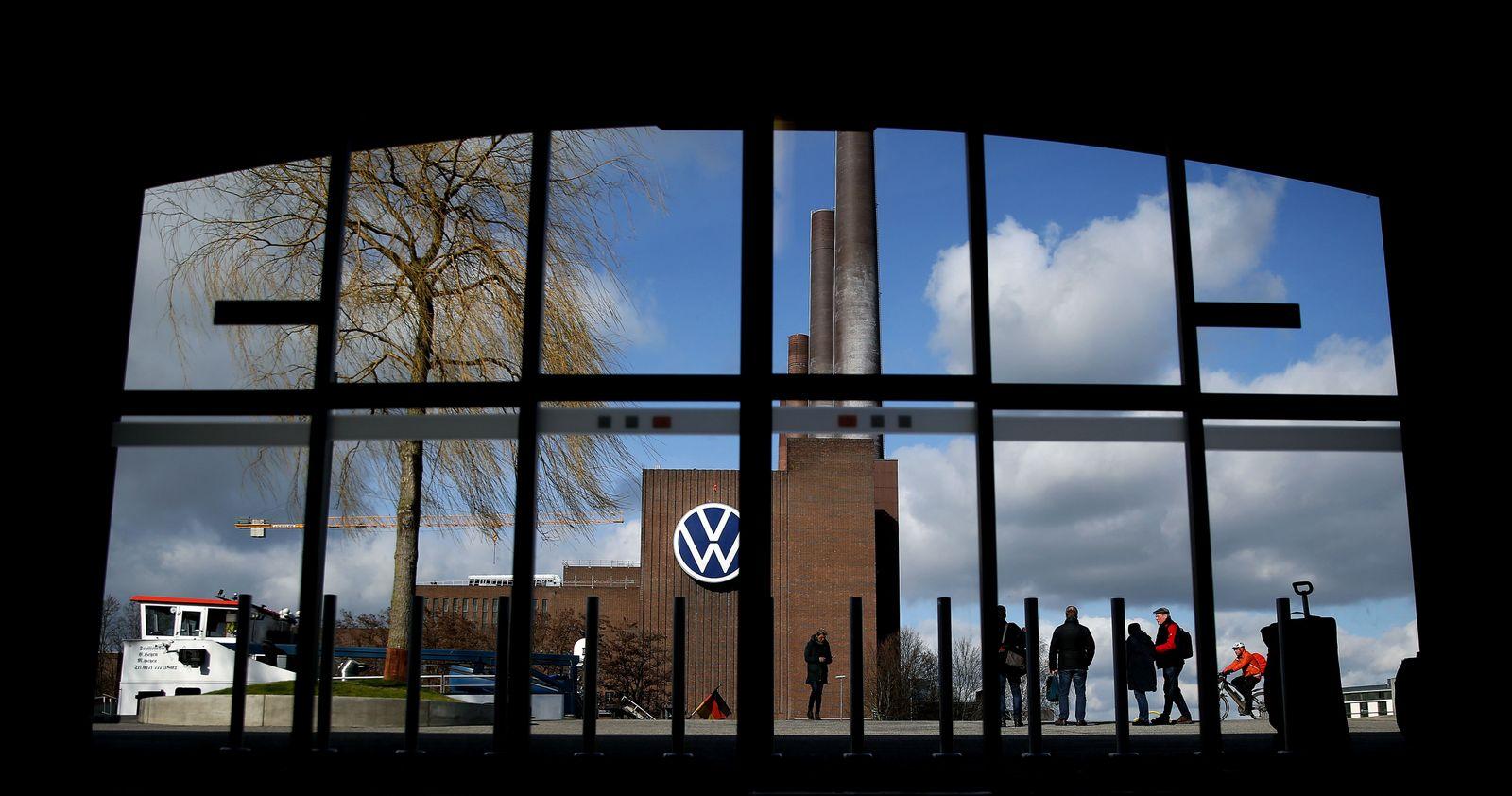 FILES-GERMANY-HEALTH-VIRUS-AUTOMOBILE-VOLKSWAGEN-EARNINGS
