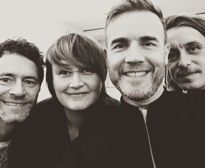 Anja Rützel mit der Boyband Take That