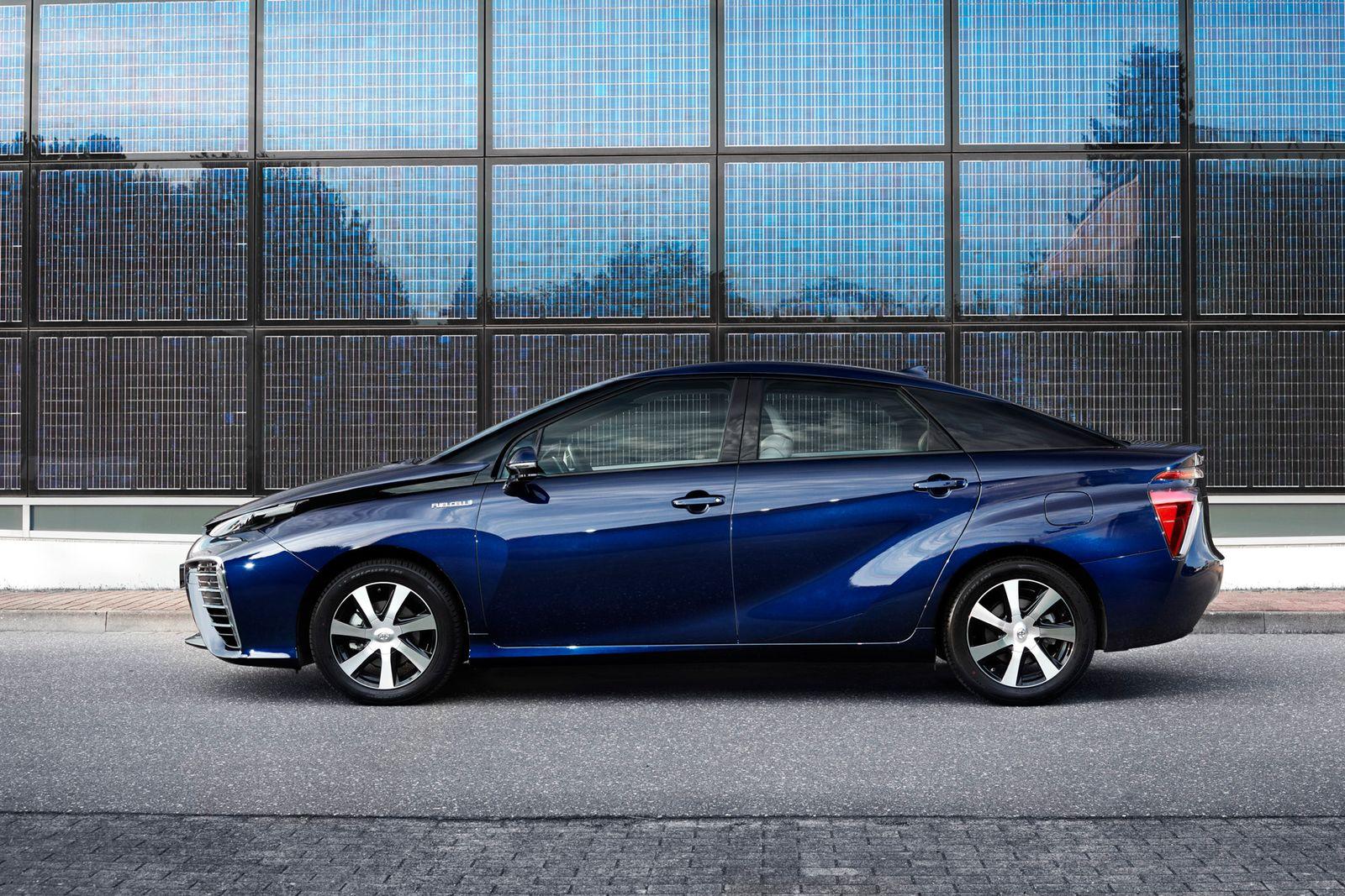 2015 / Toyota Mirai
