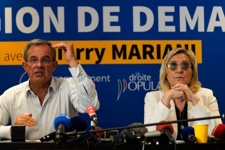 Marine Le Pen (r.) und Lokalkandidat Thierry Mariani vom Rassemblement National (RN): Nichts stärkte ihre Ambitionen auf den Élysée-Palast so sehr wie Republikaner, die sich auf der Suche nach sich selbst verlieren