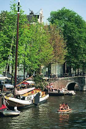 Hausboote in Amsterdam: Schaukelnde Ferienwohnung für vier Personen