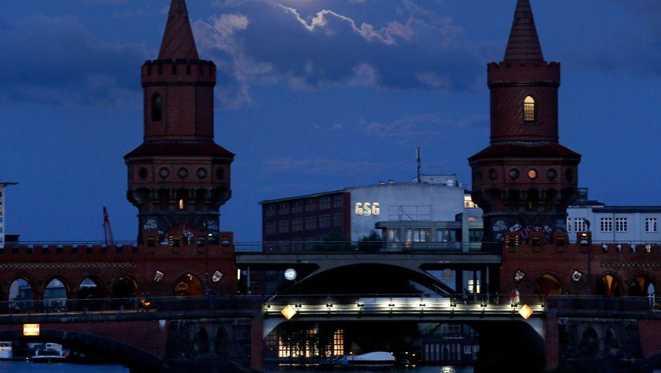 Vollmond über Berlin: Beeinflusst die Mondphase unseren Schlaf?