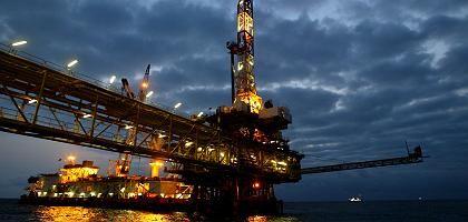 Ölplattform (vor der Küste Angolas): Die Opec sitzt nicht mit am Tisch