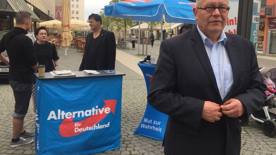 AfD-Kandidat Dieter Laudenbach in der Innenstadt von Gera