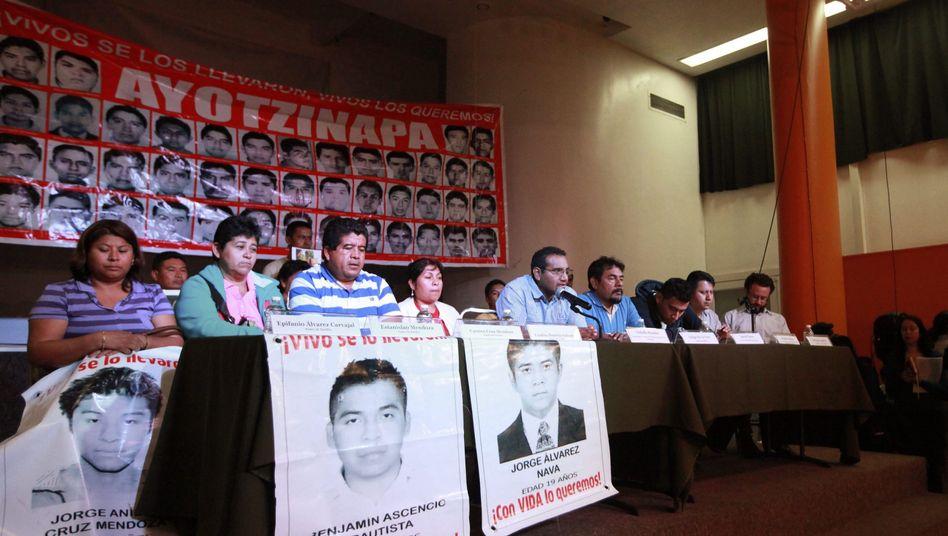 """Eltern der ermordeten Studenten: """"Glauben kein Wort von dem, was sie sagen"""""""