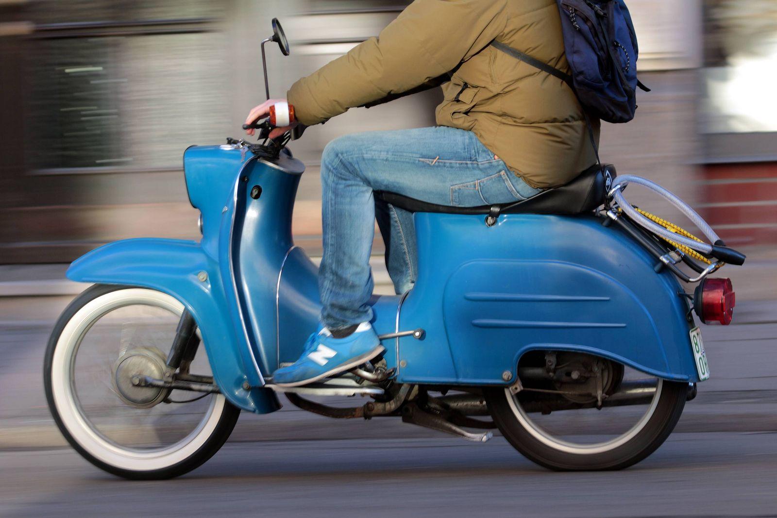 EINMALIGE VERWENDUNG Moped / Symbol