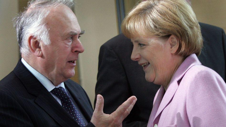 Unionspolitiker Wolfgang Böhmer und Angela Merkel: Streit über Steuerpläne
