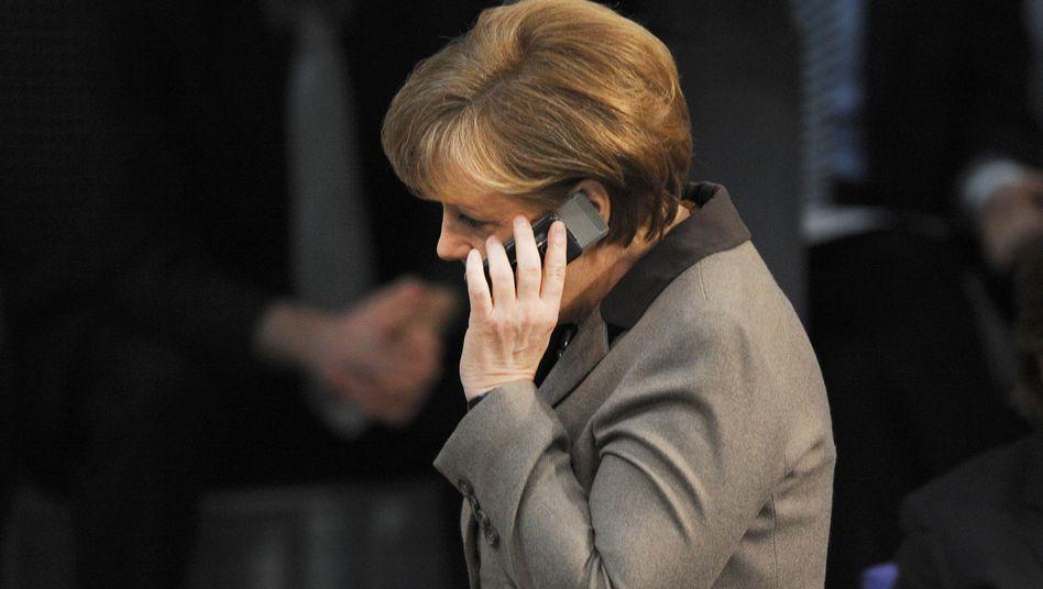 Angela Merkel am Telefon