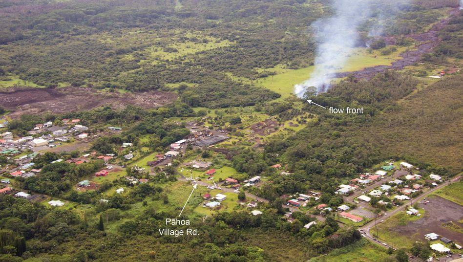Unaufhaltsam: Der Lavastrom bewegt sich auf die Hauptstraße von Pahoa zu