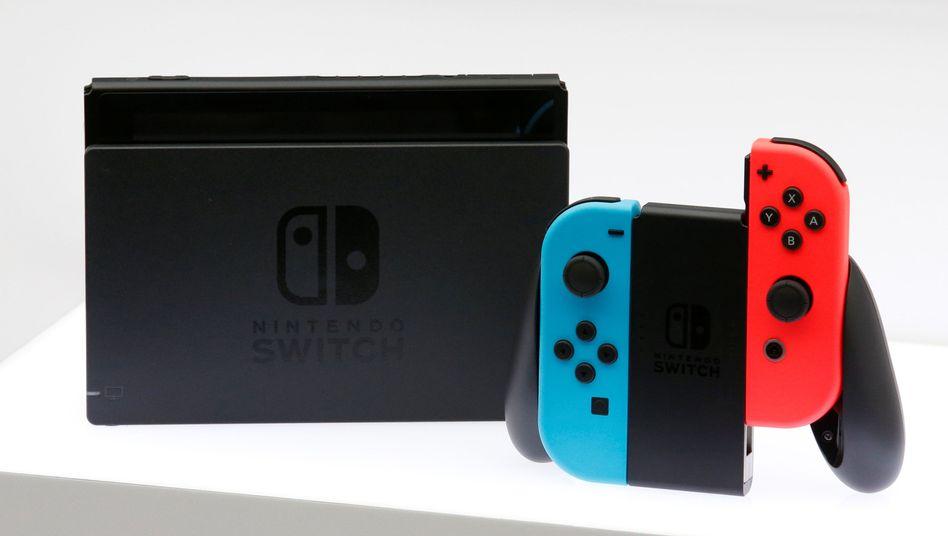 Nintendo Switch, hier mit andersfarbigen JoyCons