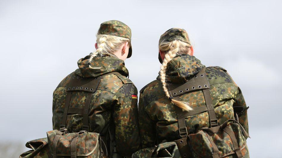Zwei Soldatinnen der Bundeswehr