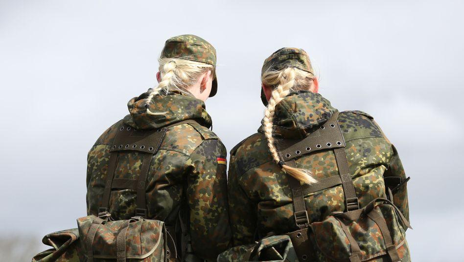 Soldatinnen der Bundeswehr in Husum: Zahl seit 2012 mehr als verdoppelt