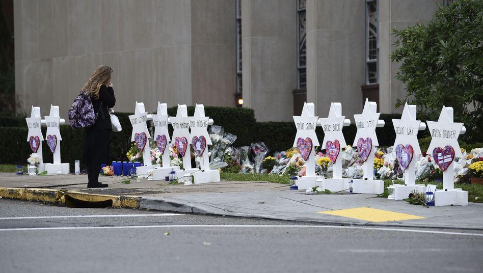 "Trauerbekundungen vor der ""Tree of Life""-Synagoge in Pittsburgh"