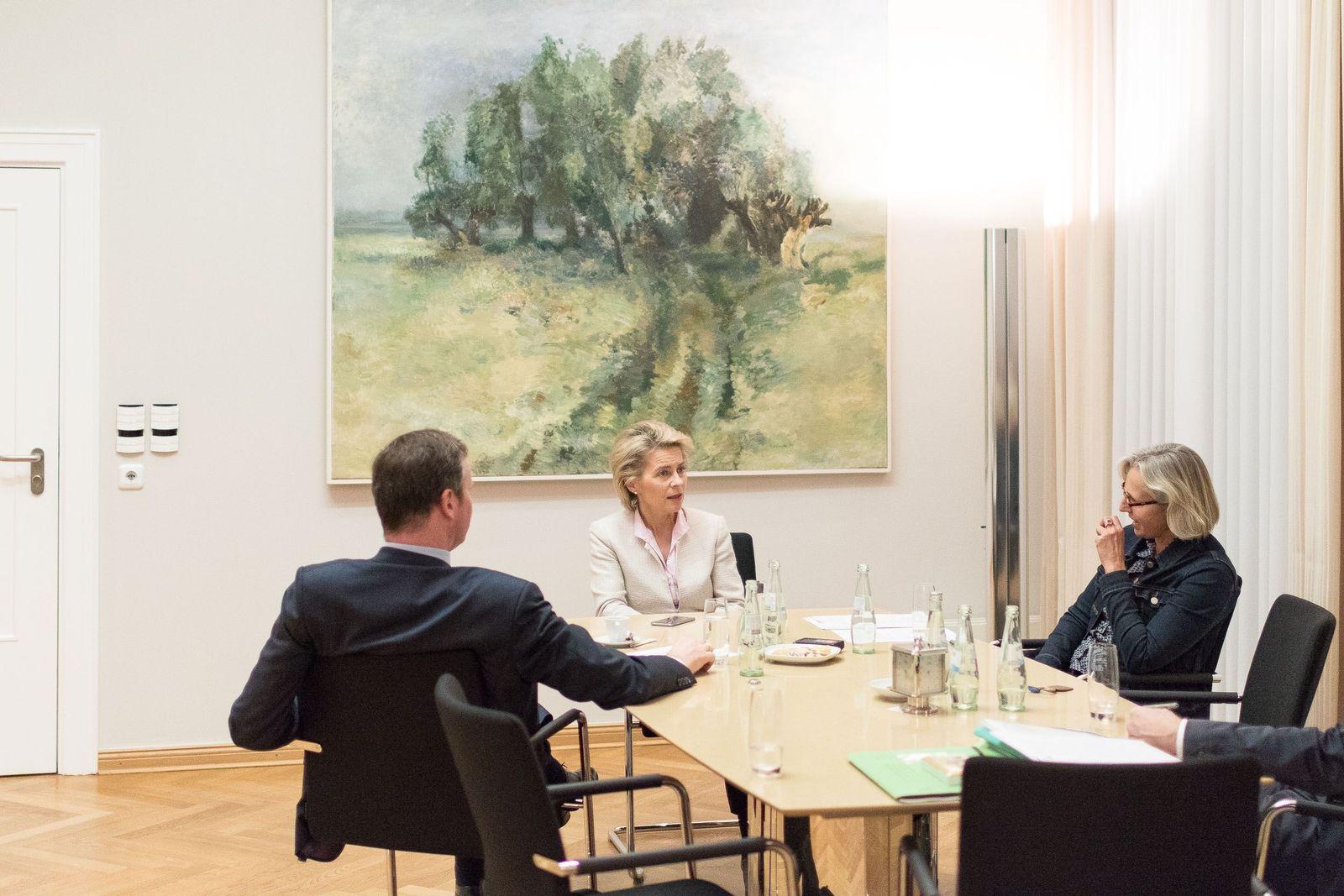 EINMALIGE VERWENDUNG SPIEGEL Plus SPIEGEL 48/2016 S.34 Von der Leyen Interview