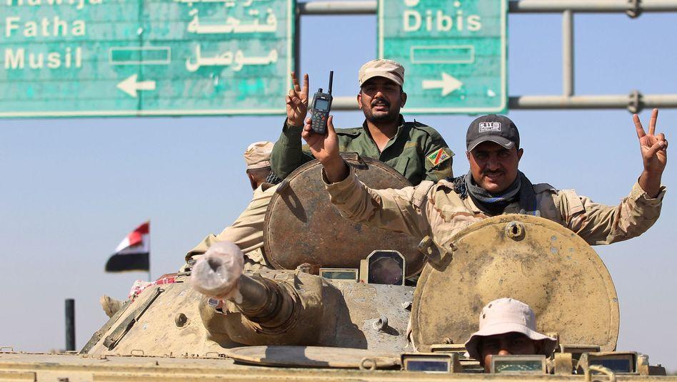 Irakische Armeekräfte am Südrand von Kirkuk