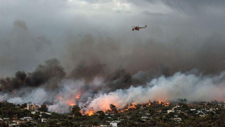 Waldbrände in Griechenland: Rauchwolken über Athen