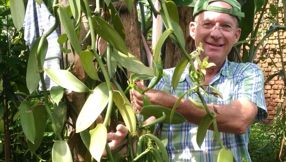Der deutsche Forstwissenschaftler Clemens Fehr lebt seit 1999 in Uganda, Vanille baute er zunächst nur als Hobby an.