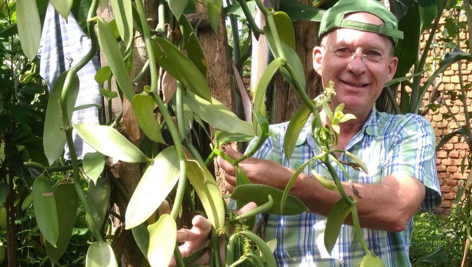 Der deutsche Forstwissenschaftler Clemens Fehr lebt seit 1999 in Uganda, Vanille baute er zunächst nur als Hobby an