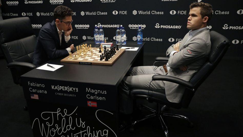 Fabiano Caruana (l.), Magnus Carlsen