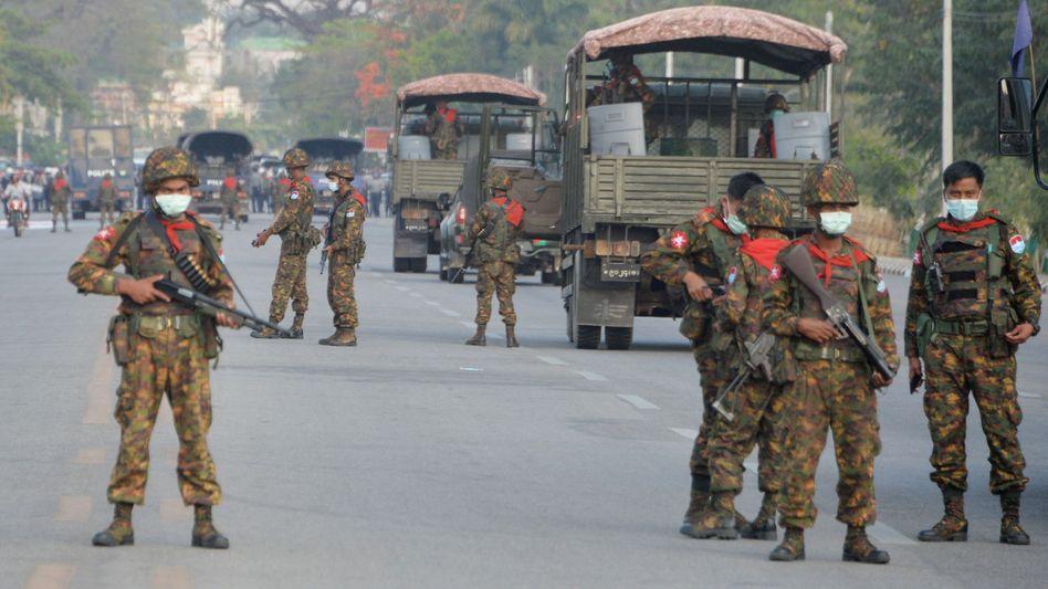 Soldaten in Myanmars Hauptstadt Naypyidaw