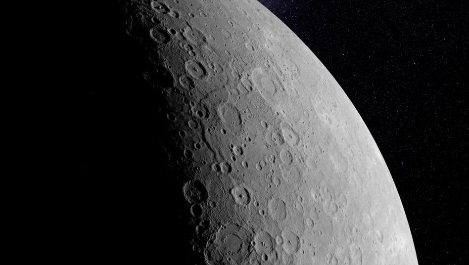 Schrumpelplanet Merkur: Der Schrumpfprozess hat deutliche Spuren auf der Oberfläche hinterlassen