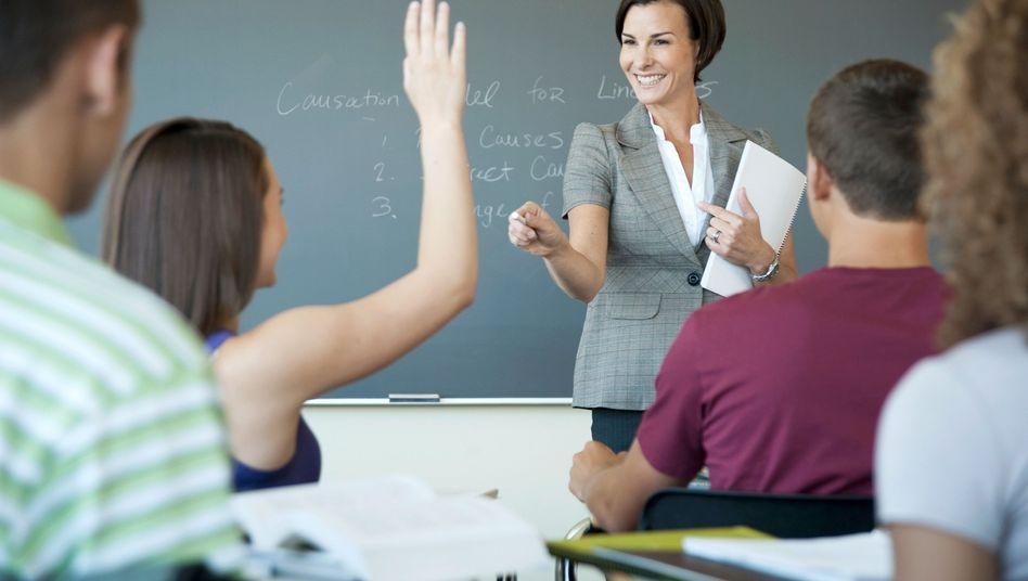 Lehrerin beim Unterricht: Lohnt sich der Stress im Klassenzimmer?