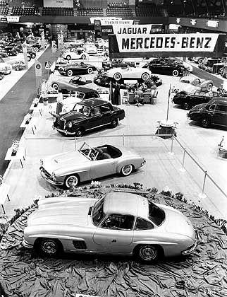 Premiere des Prototypen in New York: Schon 1954 stand der Roadster im Schatten des 300 SL