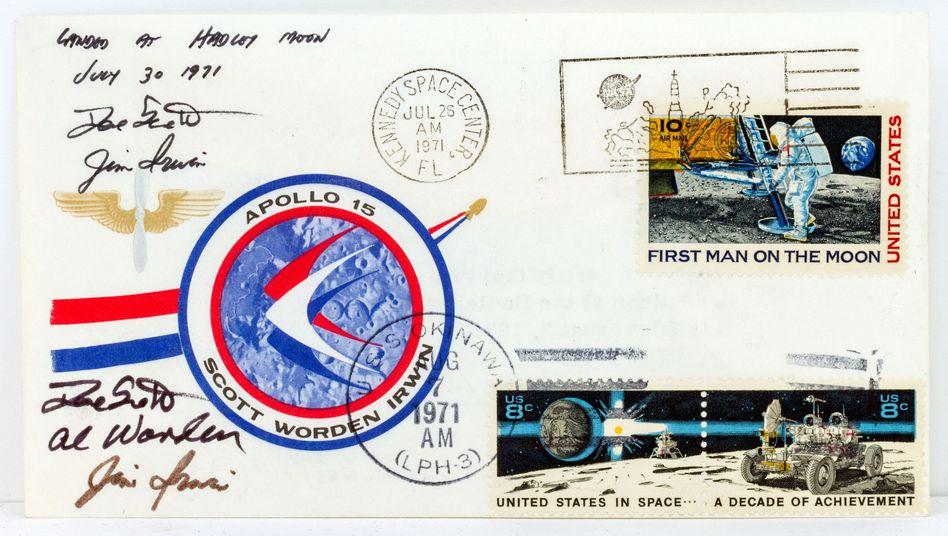Schmuggelware vom Mond: Diesen Brief nahmen Astronauten mit auf die Apollo-15-Mission (Foto: Auktionshaus Eppli / dpa)
