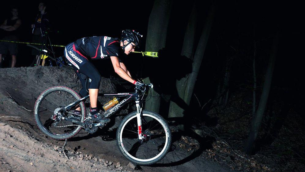 Nächtliches Fahrradrennen: Schlaflos im Sattel