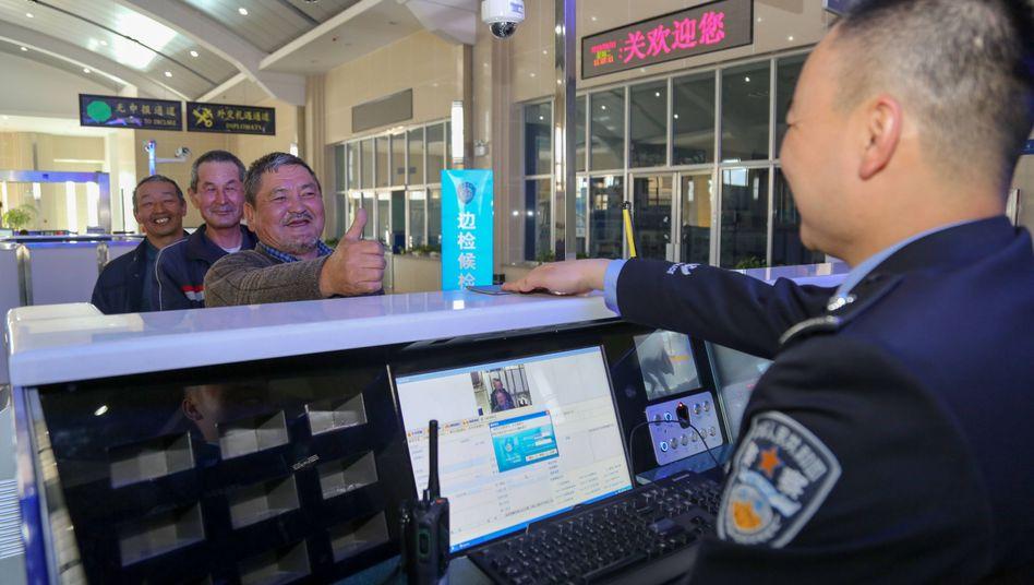Kontrolle an Chinas westlichster Grenze bei Irkeshtam