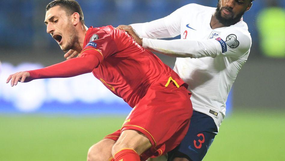 Englischer Nationalspieler Danny Rose (r.)