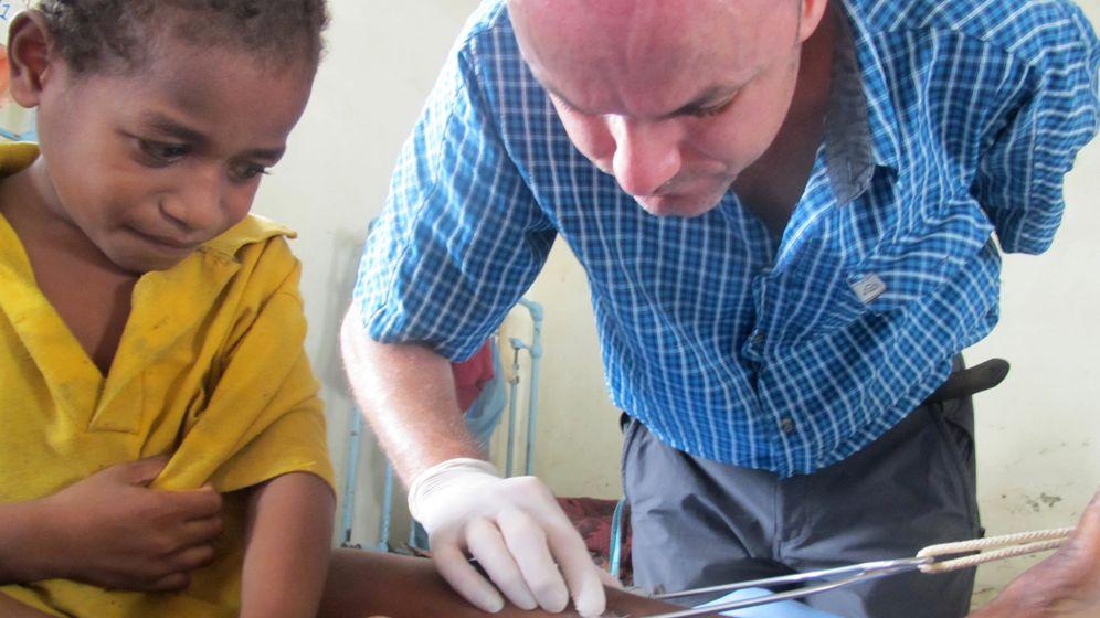 Dschungelklinik: Operationen ohne Strom und mit Stirnlampe