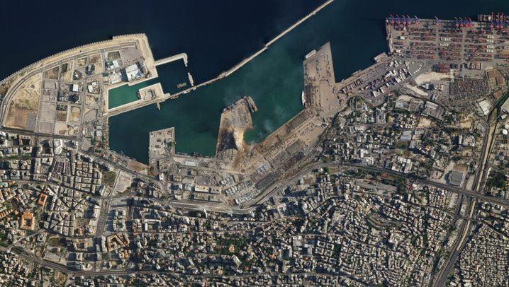 Satellitenbilder im Vergleich: Eine Aufnahme des Katastrophengebiets stammt aus der Zeit vor der Explosion, die andere aus der danach