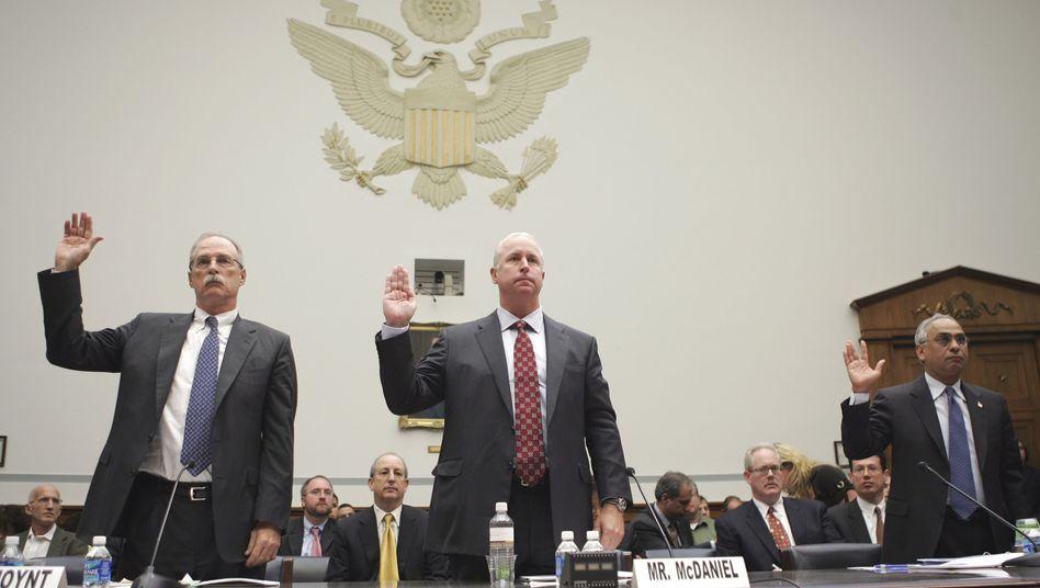 Joynt, McDaniel und Sharma (von links) bei der Anhörung im Kongress: Rating-Agenturen adelten Schrottpapiere