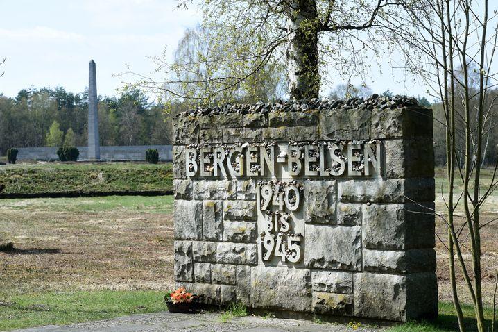 Die KZ-Gedenkstätte Bergen-Belsen, aufgenommen am 20.04.2017 in Bergen-Belsen (Niedersachsen). Am kommenden Sonntag (23.04.2017) wird zum 72. Jahrestag der Lagerbefreiung im Beisein von mehreren KZ-Überlebenden gedacht. (zu dpa «Schau erinnert an politische Häftlinge in Bergen-Belsen» vom 20.04.2017) Foto: Holger Hollemann/dpa +++(c) dpa - Bildfunk+++ | Verwendung weltweit