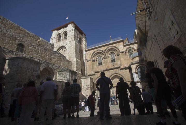 Eingang zur Grabeskirche mitten in der Jerusalemer Altstadt