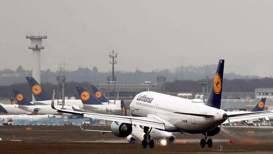 Lufthansa-Maschinen in Frankfurt: Einbruch um 97 Prozent