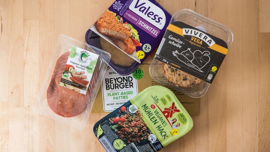 Ersatzprodukte für Fleisch bestehen unter anderem aus Getreide, Soja, Pilzen, Bohnen, Erbsen oder auch der Jackfrucht