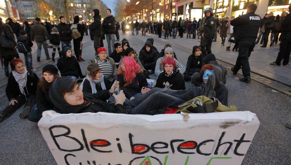 Demonstranten in Hamburg: Bund und Länder wollen das Bleiberecht reformieren