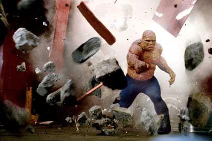 """Szene aus """"Fantastic Four"""" (mit Michael Chiklis als """"The Thing""""): Hinterlässt das Publikum mit versteinerter Miene"""