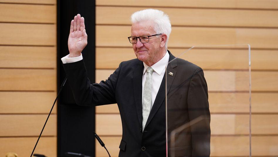 Macht es noch einmal: Winfried Kretschmann wurde im Stuttgarter Landtag für eine dritte Amtszeit gewählt und legte seinen Amtseid ab