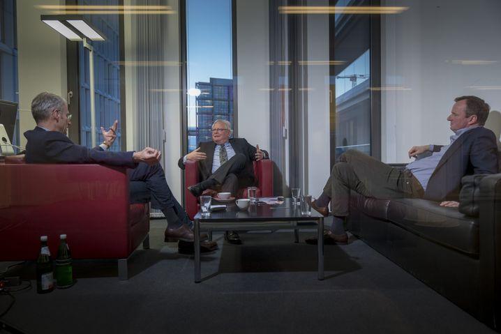 """Nowak beim SPIEGEL-Gespräch (mit den Redakteuren Martin Doerry und Konstantin von Hammerstein in Berlin): """"Endlich ehrlich mit denen reden"""""""