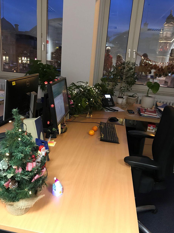 Fotostrecke Weihnachtsdeko Im Buro Der Spiegel