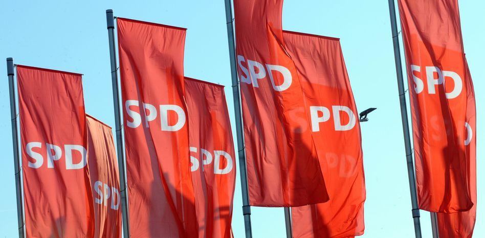 SPD-Flaggen (Archivbild): Urheber sollen im Netz Geld verdienen können