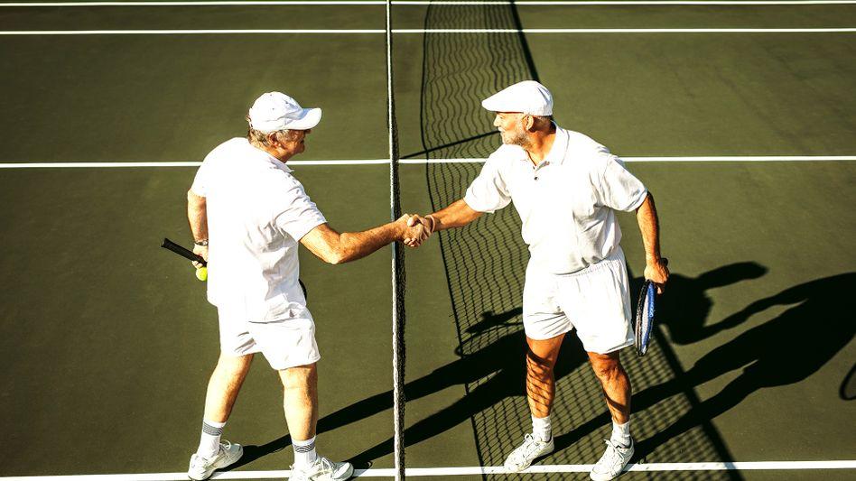 Senioren beim Tennis: