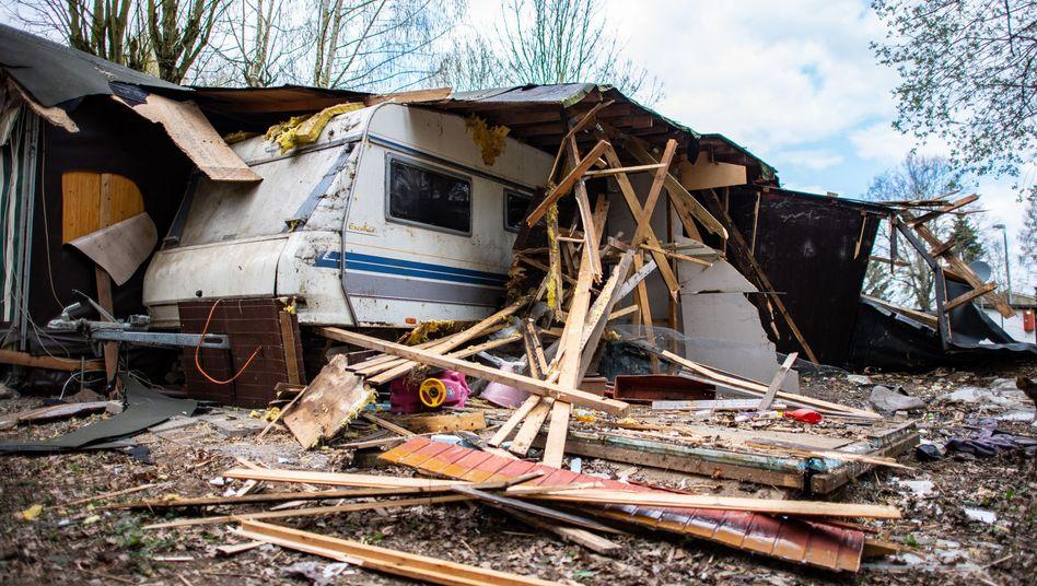 Auf dem Campingplatz Eichwald wird die Parzelle des mutmaßlichen Täters abgerissen